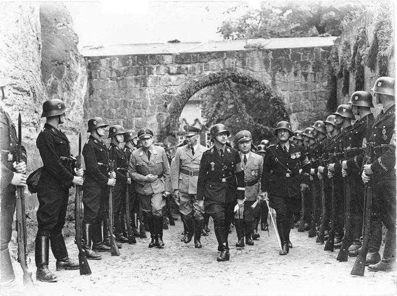 Les Nazis à Montsegur à la recherche du Graal