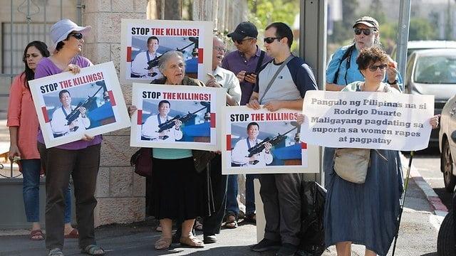 Manifestation contre la venue du président philippin