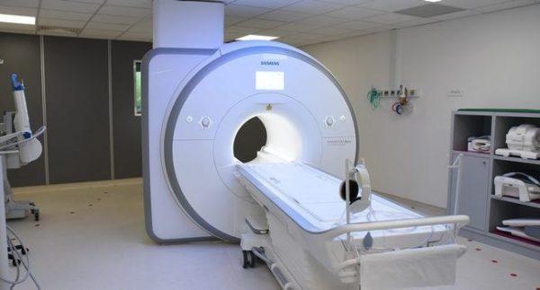 un faible nombre d'appareils IRM par million d'habitants