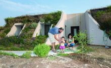 Des familles israéliennes fières de vivre dans des maisons uniques