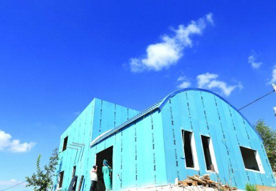 Un train bleu pour la Samarie, la ferme de Havat Gilad Photo: Miriam Tzahi