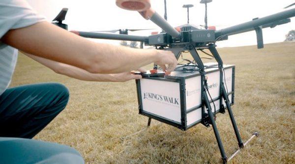 Des drones israéliens livrent des burgers et des bières aux golfeurs affamés