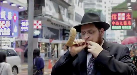 Sonner du shofar au centre de Hong Kong