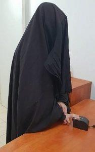 Les femmes, membres du culte Shahalim, portent des capes noires de la tête aux pieds, semblables à celles du chador musulman. Selon les adhérents, c'est ainsi que les femmes s'habillaient dans les temps anciens.