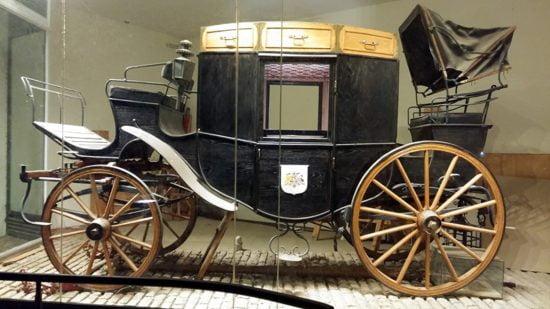 La voiture de Sir Moses Montefiore, autrefois lieu d'observations fantomatiques, a été détruite en 1986. La voiture reproduite semble être dépourvue d'esprit. Crédit: Wikipedia