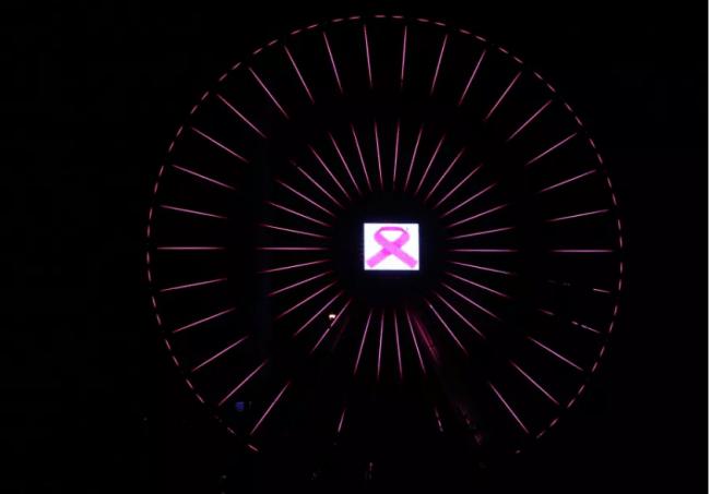La grande roue de Tel Aviv brille en rose pour le mois de la sensibilisation au cancer du sein