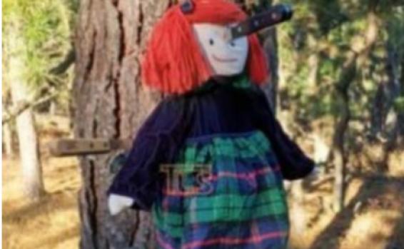 USA: une poupée vêtue de l'uniforme d'une école juive retrouvée poignardée