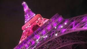 La tour Eiffel s'est elle aussi parée de rose