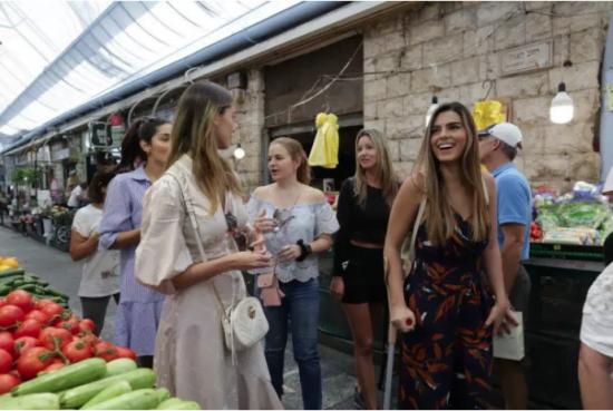 Les Miss au marché