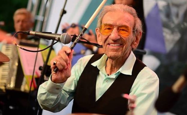 Ce survivant de l'Holocauste âgé de 93 ans, fondateur d'un groupe, a atterri en Israël