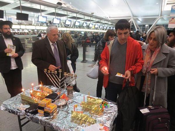 Allumage des bougies de Hannoukha