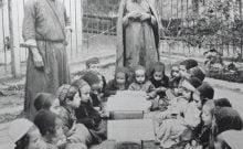 Cours de thora  à l'extérieur en 1920 en Israël
