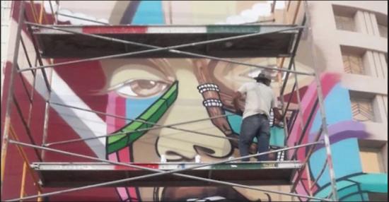 Rimix peint le mur de l'école (Photo: Artists 4 Israel, Consulat général d'Israël à Los Angeles)