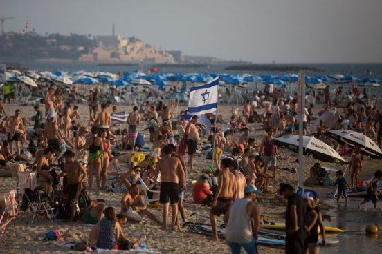 En 2017, des Israéliens laïcs on lancé un service de bus pour la plage le Shabbat