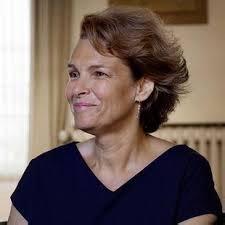 """Pascale Frey est journaliste littéraire, elle travaille pour le magazine """"Elle"""" et collabore des livres en compétition pour le Grand prix des lectrices. www.onalu.com"""
