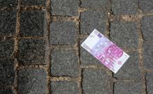 Billets de 500 euros dans des WC : un conte de Noël qui finit bien