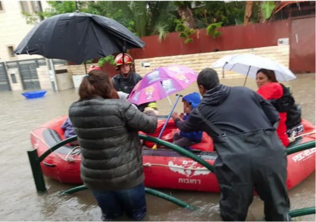 Israël: des enfants sauvés de leur école maternelle inondée