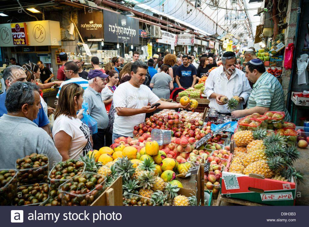 les étals de fruits et legumes au marche mahane yehuda jerusalem-israel