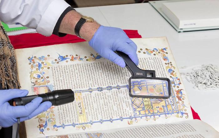 Pour la première fois en Israël, les manuscrits originaux de Maïmonide