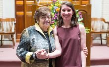 Annie Cohen, à droite, a rencontré Ela Weissberger, survivante de l'Holocauste, lorsque l'adolescente est apparue dans une production de «Brundibar» à la Nouvelle-Orléans en 2016. L'opéra pour enfants du compositeur tchèque juif Hans Krása a été interprété par les enfants du camp de concentration de Theresienstadt, dont Weissberger.