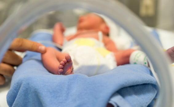 Tragédie en Israël: un bébé décède lors d'un accouchement à domicile