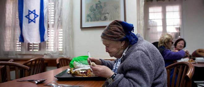Des survivants de l'Holocauste dans une maison de retraite qui leur est dédiée