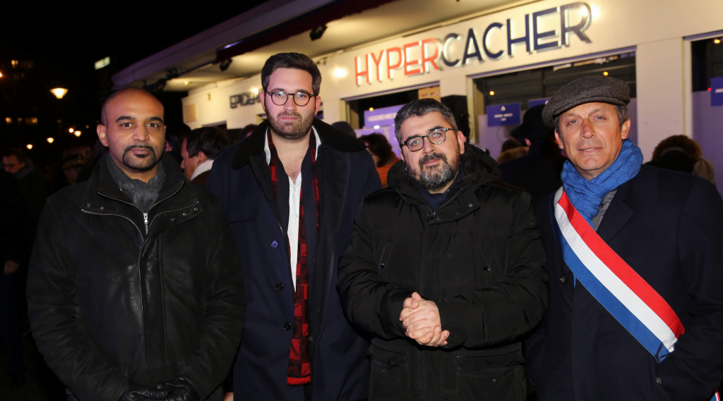 De gauche à droite, Dominique Sopo, Sacha Ghozlan, Mohamed Sifaoui et le sénateur David Assouline assistent à la commémoration annuelle des victimes de l'attentat jihadiste de 2015 au magasin HyperCacher à Paris le 9 janvier 2019. Ghozlan est le président de l'Union des étudiants juifs de France. (Alain Azria)