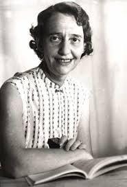 Léa Golberg est née en Lituanie en 1911. T