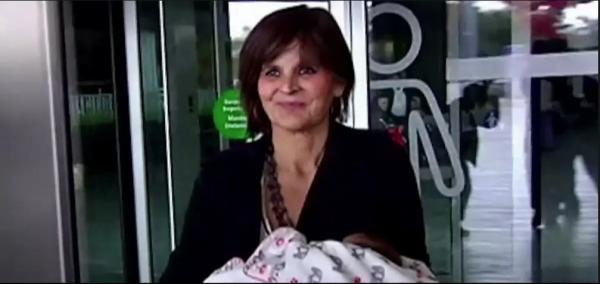 Le Dr. Lina Alvarez d'Espagne à accouché à l'âge de 62 ans