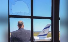 Le premier avion israélien atterrit à Entebbe depuis l'Opération héroïque
