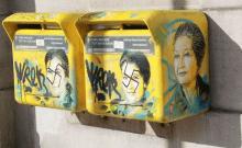 Des portraits de Simone Veil, peints par un artiste sur des boîtes aux lettres du XIIIe arrondissement de Paris, ont été tagués de croix gammées