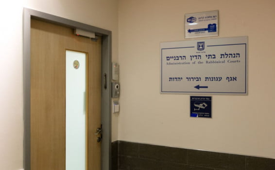 Israël : le tribunal rabbinique juge que tromper son mari avec une femme n'est pas un adultère