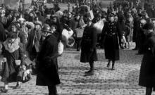 Les Nazis veulent vendre 150.000 Juifs, Roosevelt accepte d'entrer en matière.