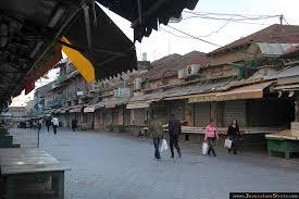 Le repas de Shuk Shabbat aura lieu sur les voies du tram devant le marché de Mahane Yehuda