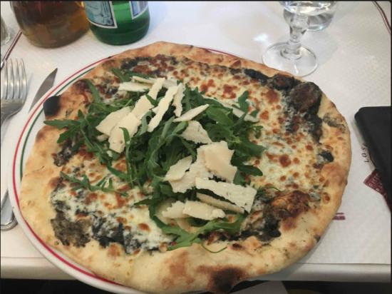 Avez-vous déjà goûté la pizza à la crème de truffe...?