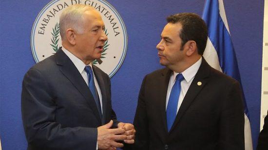 Le Premier ministre Benjamin Netanyahu avec le président guatémaltèque, Jimmy Morales (Photo: Marc Israel Sellem)