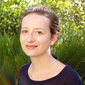 Clémence Pollet est diplômée de l'école Estienne à Paris . Son travail est régulièrement récompensé.
