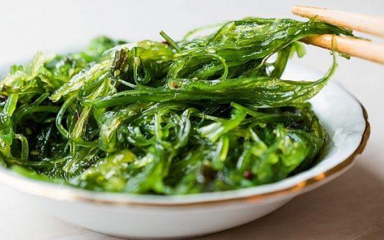 Salade japonaise aux algues wakame (alpaksoy; iStock de Getty Images)