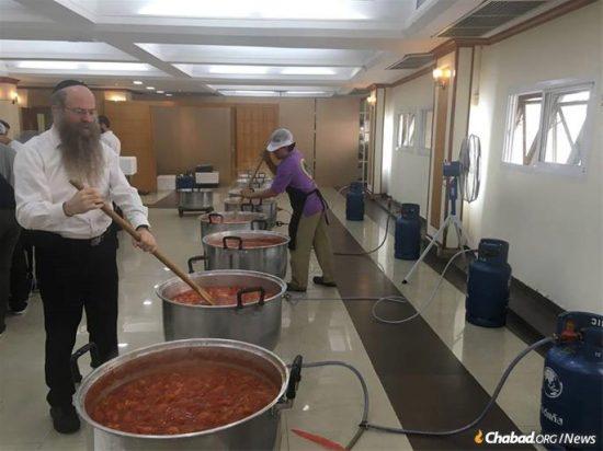 Le rabbin Nechemya Wilhelm, qui dirige depuis 24 ans le centre du voyageur Chabad à Bangkok avec son épouse Nechami, reste émerveillé par l'expérience du Seder en communauté.