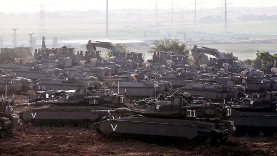 Les troupes israéliennes se massent à la frontière de Gaza en prévision d'une éventuelle reprise des hostilités  (Photo: Reuters)