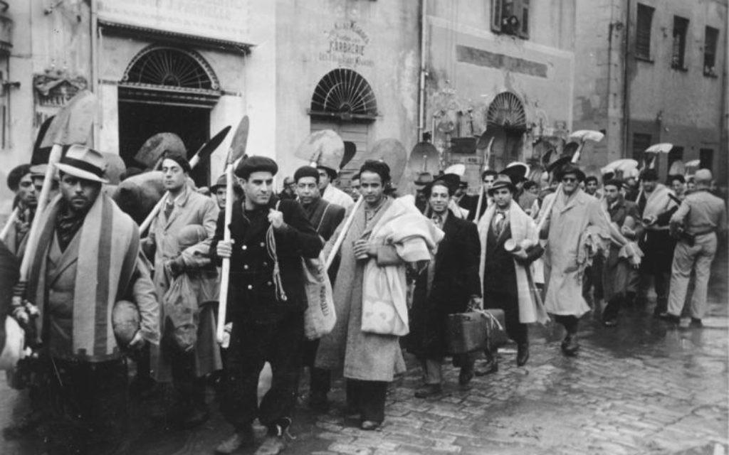 9 décembre 1942 : la rafle des Juifs de Tunis marque le début des ... The Times of Israël Colonne de Juifs conduits au travail obligatoire, en Tunisie, en décembre 1942. la rafle des juifs de Tunisie au travail obligatoire