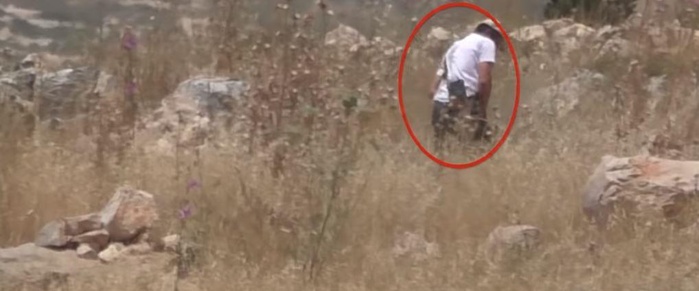 une enquête sur un combattant de Tsahal documenté met le feu à un champ dans un village palestinien près de Naplouse