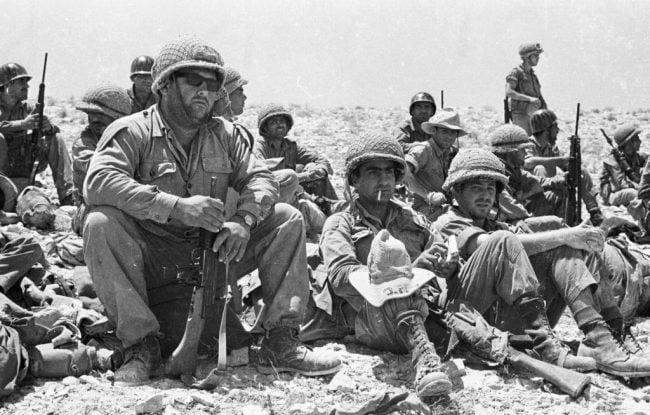Israël : la bibliothèque nationale s'associe à Facebook pour identifier des soldats de Tsahal sur des photographies
