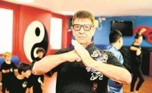 Formation professionnelle: même après l'âge de la retraite, Vladimir Kolikov forme les enfants de Bat-Yam au Kung Fu