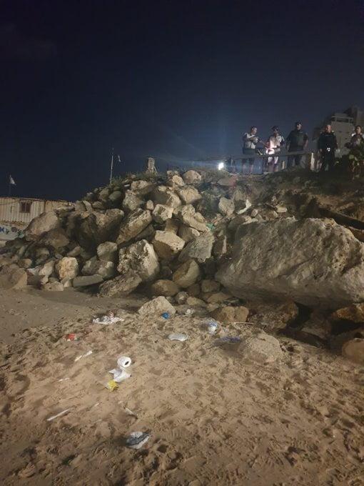 Lieu où l'enfant est tombé sur la plage de bat-yam