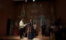 David Serero joue Romeo et Ashley Brooke Miller joue Juliette dans une adaptation juive de la tragédie classique