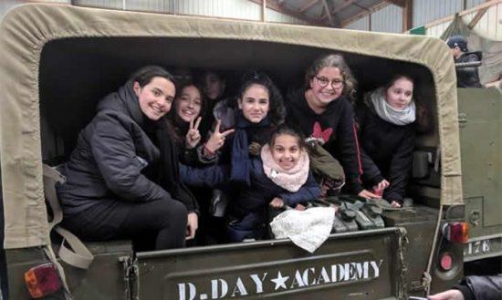 Des élèves prennent part à une leçon d'histoire. Crédit: Chabad.org/News.