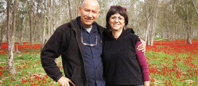 Yoskeh et Nurit Marmurstein profitent des fleurs d'hiver à Alumum, en Israël, en 2012. Nurit, à droite, a choisi de se rendre en Suisse pour mourir
