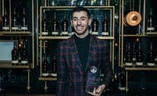Huit cocktails en huit minutes, le record du meilleur barman d'Israël