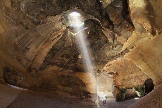 Une belle journée dans les grottes de Beit Guvrin. Photo de Shutterstock